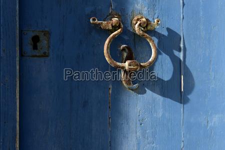 blau farbe rost malen anmalen tuerklopfer