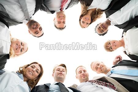 portraet zuversichtlich business team standing in