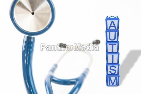 zusammengesetztes bild von autismus bausteinen