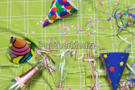 durcheinander party feier fest konfetti parteien