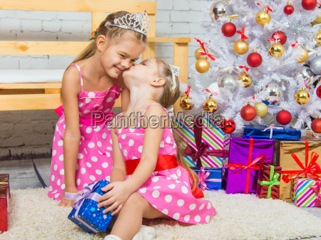 girl kissing her sister because she