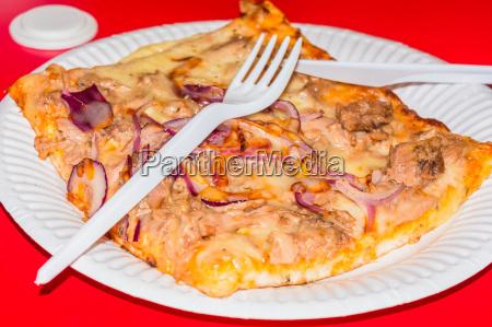 pizza stueck vom schnellrestaurant