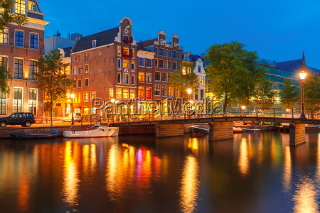 nachtstadtansicht des amsterdamer kanals