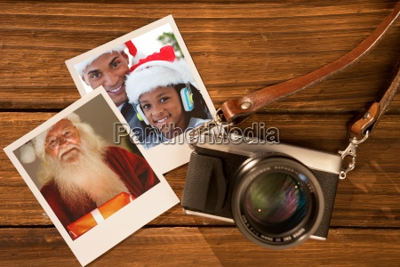 zusammengesetztes bild des gluecklichen weihnachtsmanns mit
