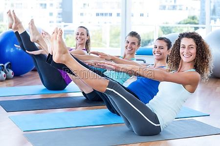 portrait von frauen in fitness center