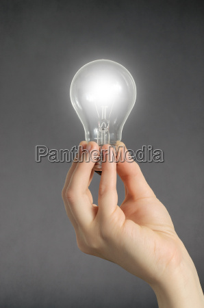 mensch energie strom elektrizitaet gluehbirne innovation
