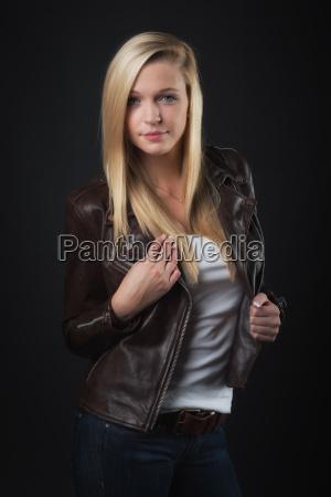 junges, blondes, mädchen, in, lederjacke, - 15729882