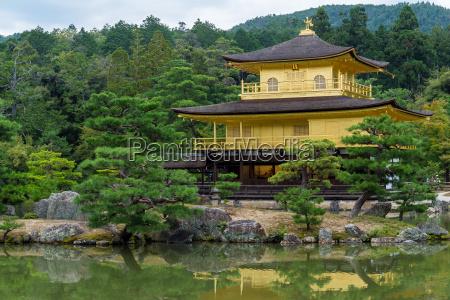 golden pavilion at kinkakuji temple kyoto