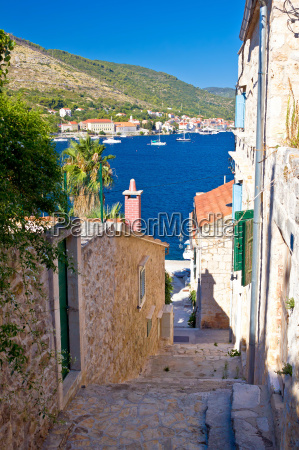 narrow streets of vis island vertical