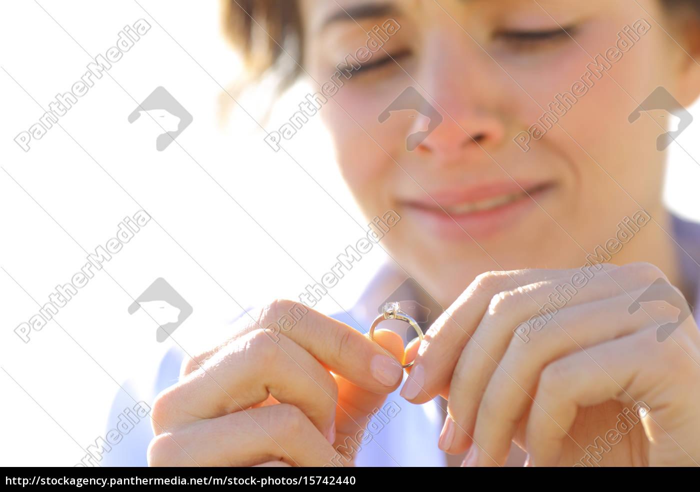 sad, freundin, suchen, ihren, verlobungsring - 15742440