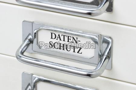 schubladenschrank mit der aufschrift datenschutz