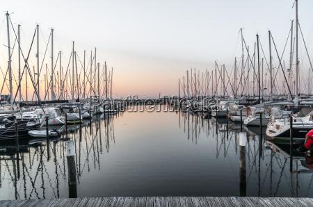 groemitz hafenanlage yachthafen bei sonnenaufgang mit