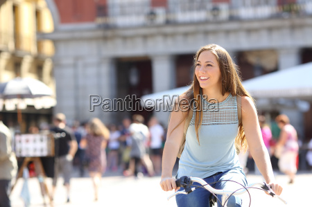ehrliche touristische radfahrer sightseeing