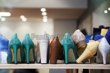 high heels in schuhgeschaeft