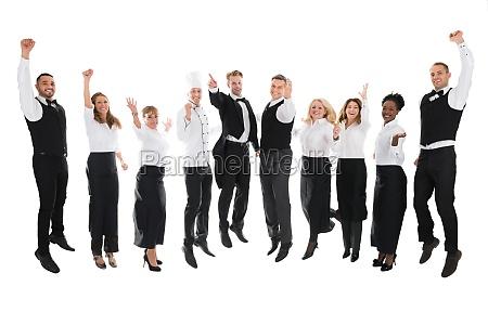 portrait des gluecklichen restaurant staff erfolg