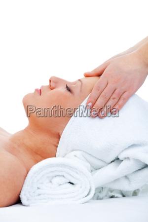 junge frau die massage