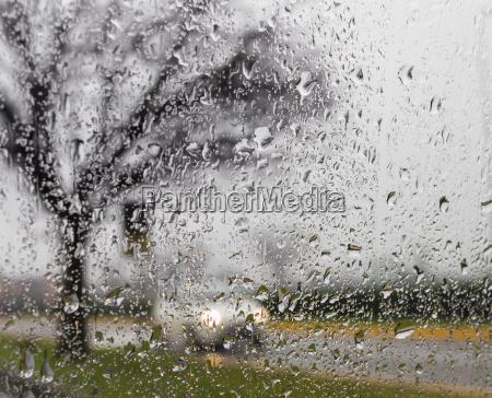 schlechtes wetter fahren auf einer art