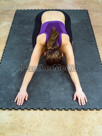 frau die haltung yoga position des