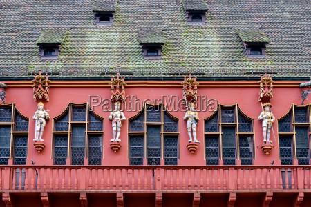 rote fassade freiburg deutschland