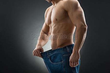 mittlerer teil des muskuloesen mann in