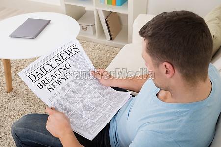zeitung tageblatt person nachrichten lesung lesestoff