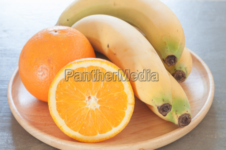 sunde frugter med appelsiner og bananer
