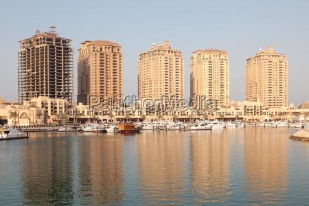 mehrfamilienhaeuser in porto arabien katar