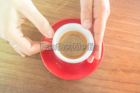 hand haende heiss erfrischungsgetraenk espresso kaffee
