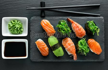 platte mit sushi