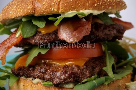 grosse speck und kaese burger