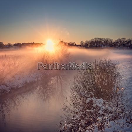 paesaggio invernale con look a colori
