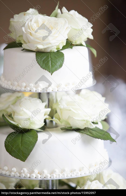 Weisser Hochzeitskuchen Mit Rosen Stockfoto 15992097