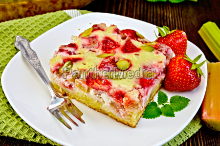 pie strawberry rhubarb with sour cream