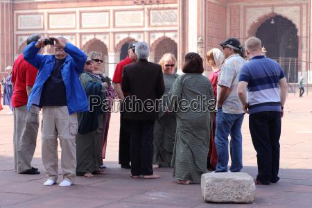touristen information besucher versammelten sich in