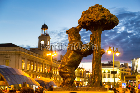 statue of bear on puerta del