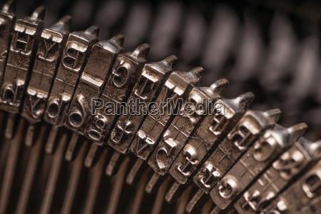 details zur antiken schreibmaschine