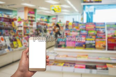 smartphone weiss bildschirm in der hand