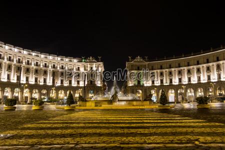 piazza repubblica in rom bei nacht