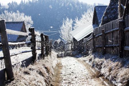 winter strasse auf den huegeln