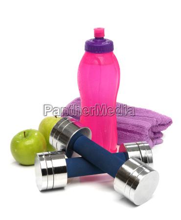 fitness konzept mit einer flasche wasser