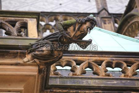 gotische wasserspeier am veitsdom prag