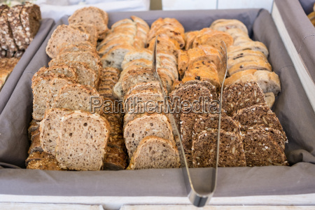 slices of bread for a buffet