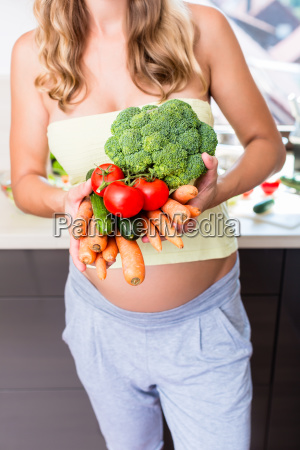 woman is pregnant and eating healthy