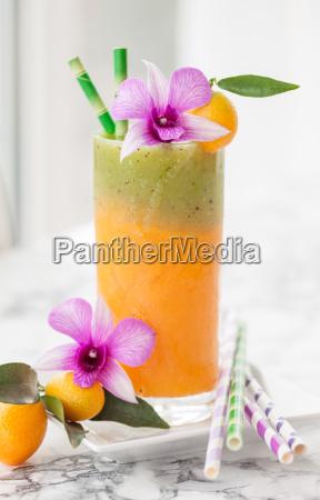 smoothie aus verschiedenen fruechten
