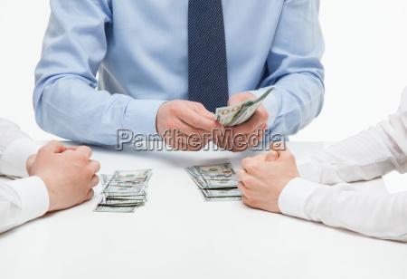 boss dividieren geld unter mitarbeitern