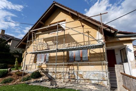 bau oder reparatur des landhauses