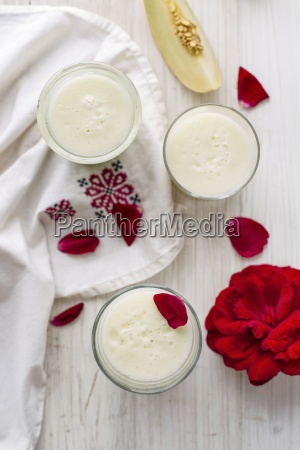 muskmelon smoothie with rosewater in glasses