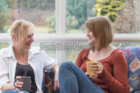 woman are chatting together