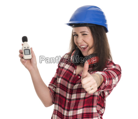 craftsmen measures the noise level and