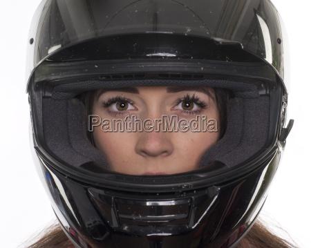junge, frau, mit, motorradhelm, im, portrait - 16402614